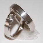 Witgoud 14 krt. trouwringen met diamant